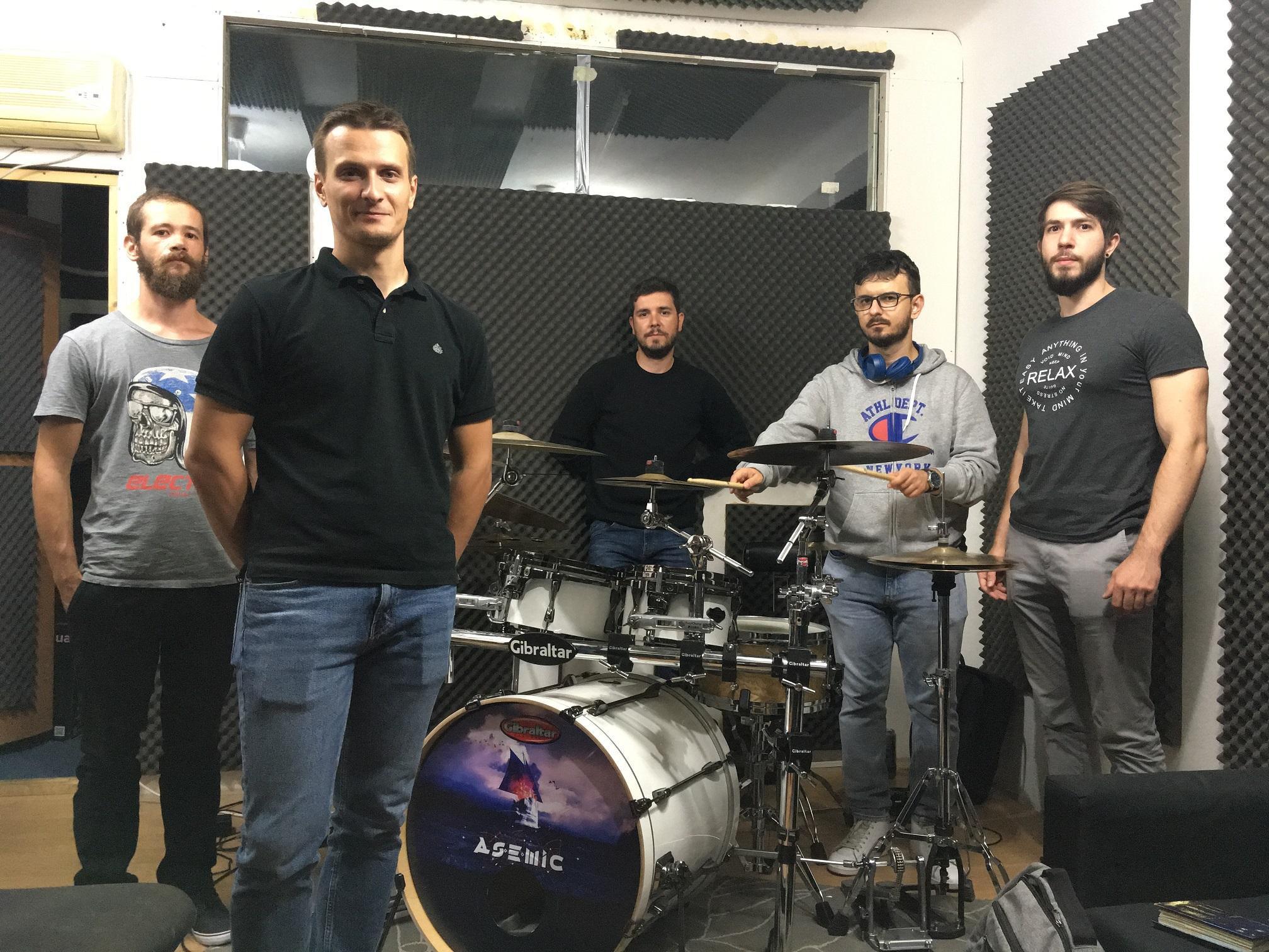 Dacă ești atent la detalii și ești nerd, s-ar putea să-ți placă progresivul – interviu cu trupa Asemic